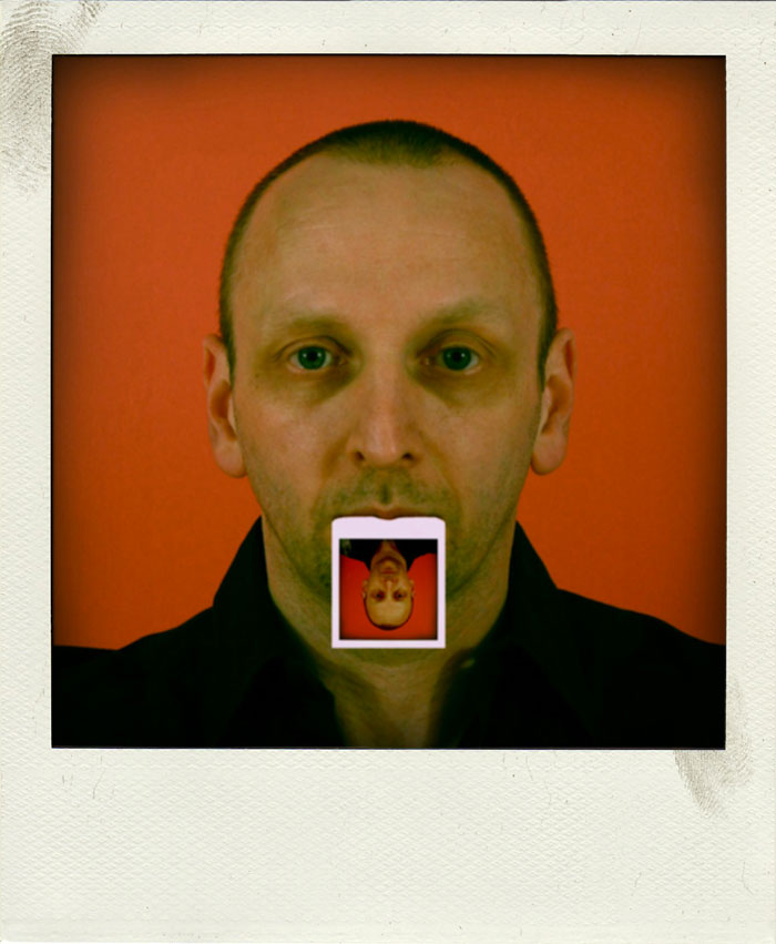 Autoportrait au Polaroid © Irving S.T. Garp