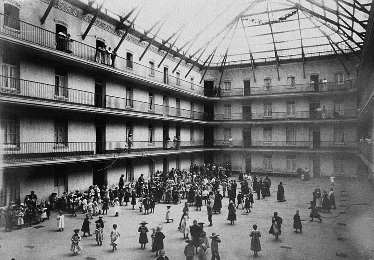 Innenhof des zentralen GebÑudes, 1890 © Collection Familistäre de Guise
